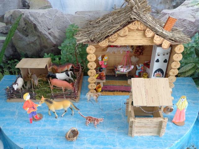 Макет русской избы в детском саду